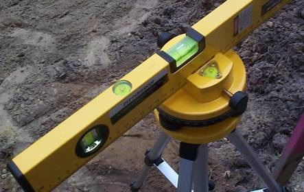 Four tubular bubble level are used in theodolite to help to keep horizontal.